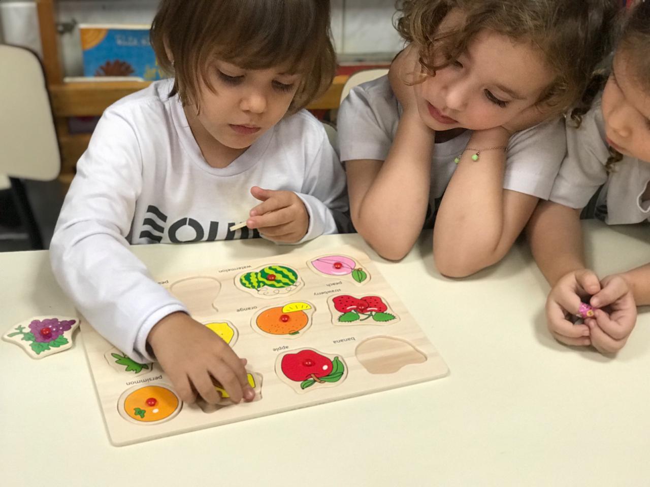 Jogos de encaixe e alinhavos possibilitam o desenvolvimento de habilidades psicomotoras nivel 1 m – 06-09 (5)